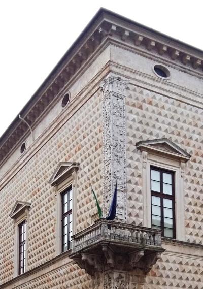 palazzo_dei_diamanti (2)