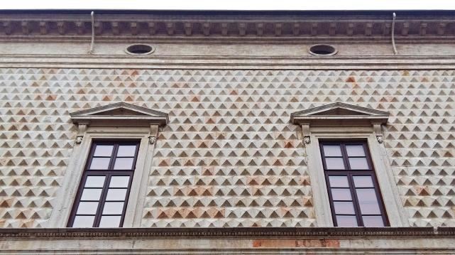 palazzo_dei_diamanti (4)