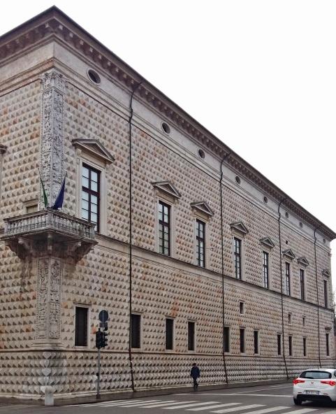 palazzo_dei_diamanti