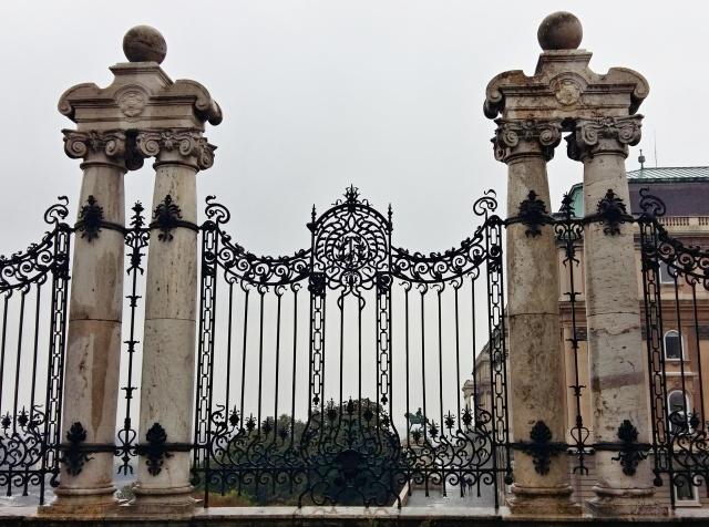 habsburg_gate_railings