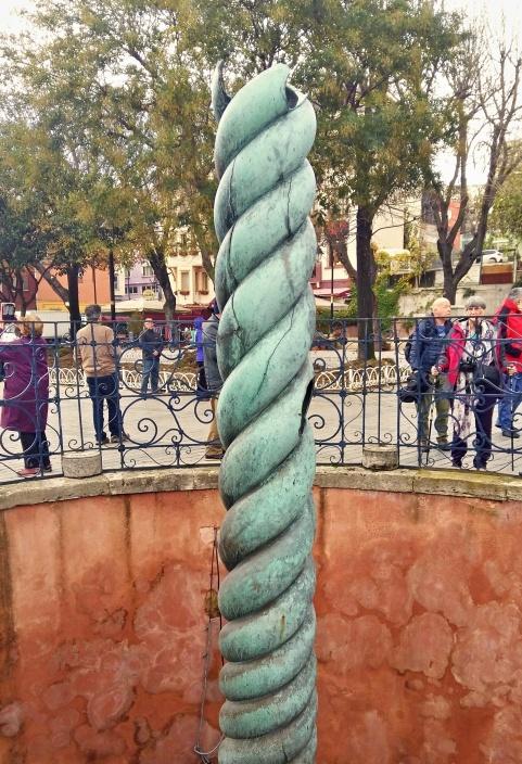 serpent_column